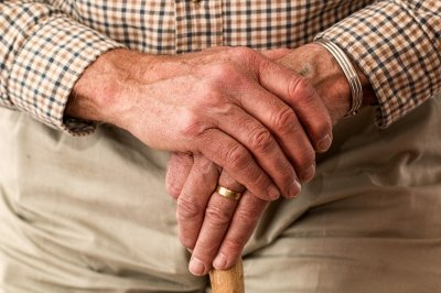 Study: Many older Americans get cancer screens they don't need