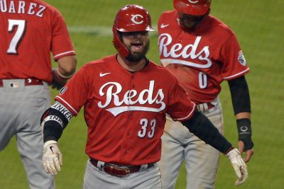 Jesse Winker homer leads Reds over Dodgers in extra innings
