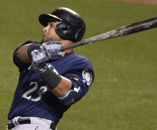 Nelson Cruz's two homers, 7 RBIs lead Seattle Mariners past Toronto Blue Jays