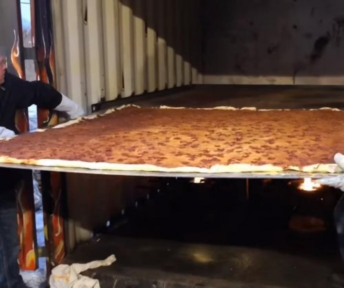 Michigan pizzeria breaks record for largest delivery pizza