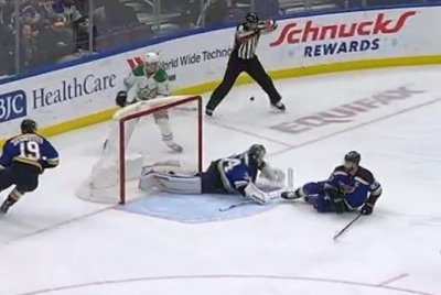 Blues goalie Jake Allen robs Mattias Janmark with sprawling save