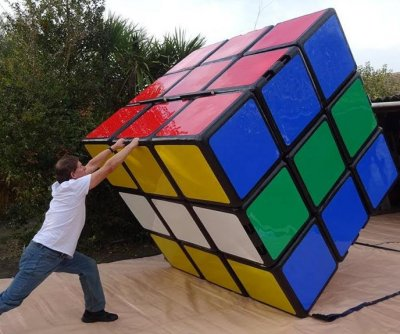 British man retakes world's largest Rubik's cube record