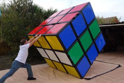 British man retakes world's largest Rubik's cube record