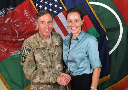 FBI probes Petraeus staff in secret papers