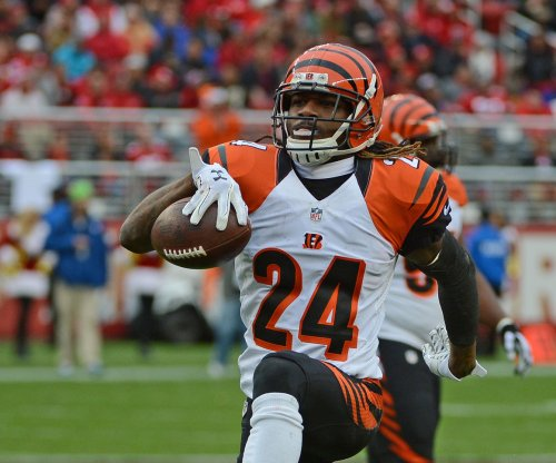 Cincinnati Bengals re-sign Adam Jones