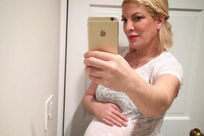 Tori Spelling posts baby bump photo ahead of son's birth