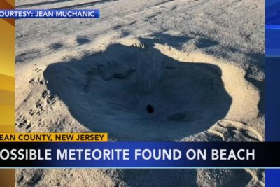 Sisters find suspected meteorite on New Jersey beach
