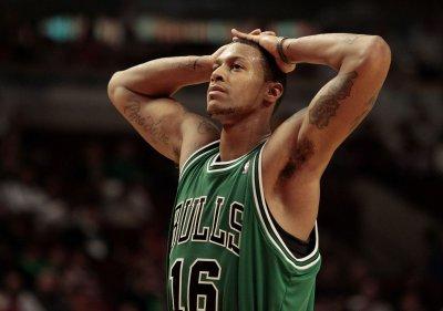 Raptors trade Johnson to Sacramento
