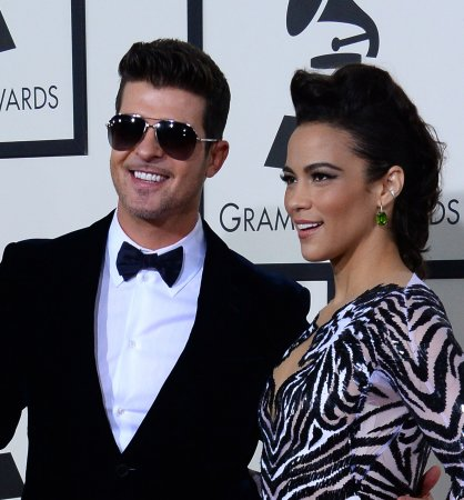Robin Thicke dedicates song to Paula Patton in first post-split concert