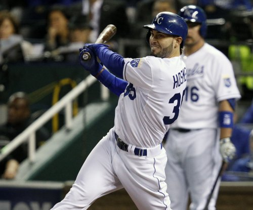 Hosmer, Kansas City Royals edge Cleveland Indians
