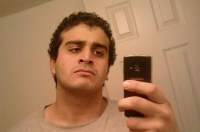 Police: Orlando gunman, wife exchanged texts during shooting rampage