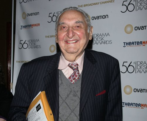 Fyvush Finkel, 'Picket Fences,' 'Boston Public' star dead at 93
