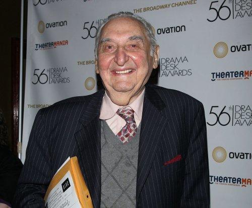 Fyvush Finkel, 'Picket Fences,' 'Boston Public' star dead at 93