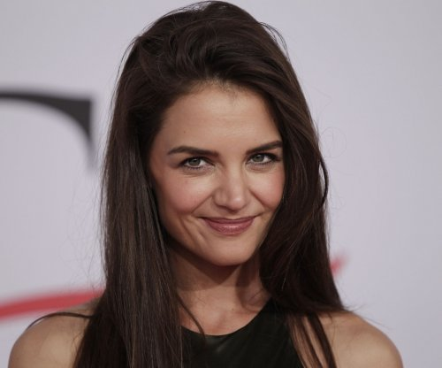 Katie Holmes, daughter Suri enjoy amusement park outing