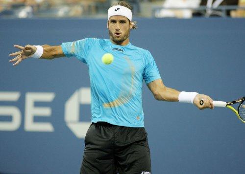 Lopez advances on upset in Sydney