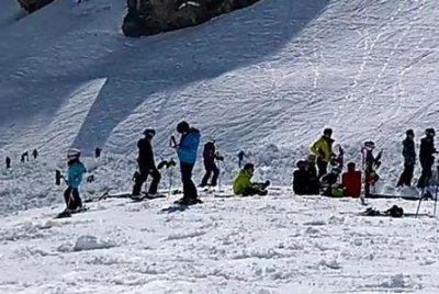 Avalanche buries several skiers in Switzerland