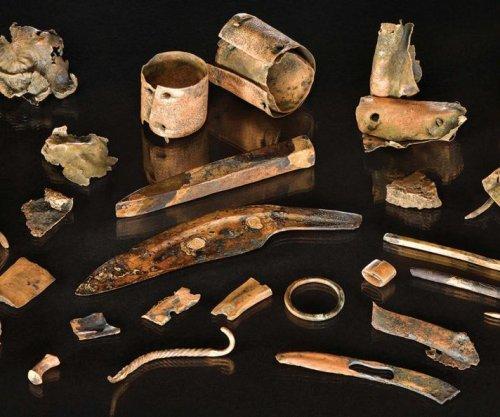 Divers find belongings of Bronze Age warrior