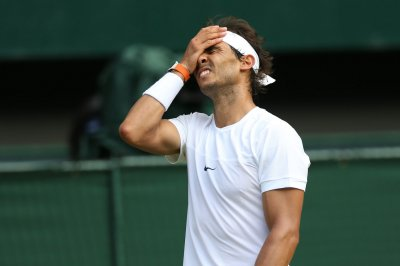 Roger Federer upset, Rafael Nadal advances in Monte Carlo