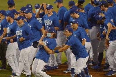 Dodgers beat Athletics, clinch NL West title