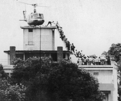Helicopters lift Yanks from mobs in Saigon