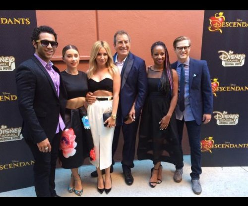 'High School Musical' stars reunite at 'Descendants' premiere