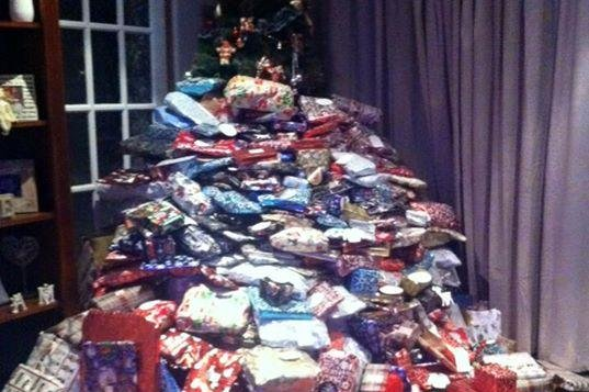 UK woman buys 300 Christmas gifts for her children - UPI.com