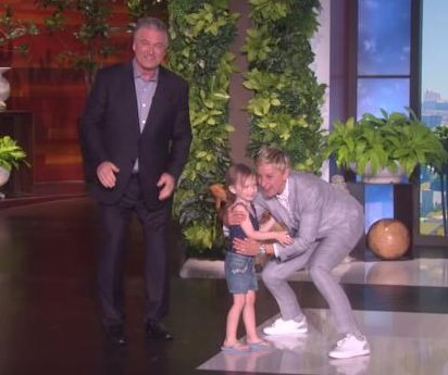 Alec Baldwin dances with 3-year-old daughter on 'Ellen'