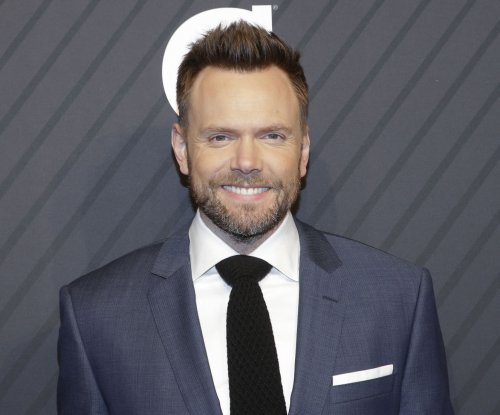 Joel McHale to host weekly, topical series for Netflix