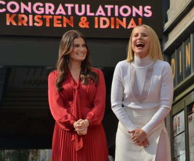 Idina Menzel, Kristen Bell receive simultaneous Hollywood Walk of Fame stars