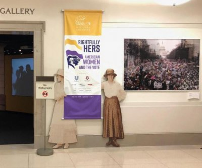 National Archives apologizes for altering photo with anti-Trump signs