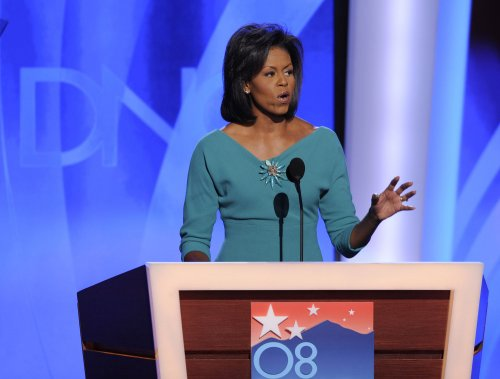Michelle Obama introduces husband to DNC