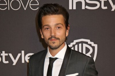 Report: Diego Luna to star in 'Scarface' remake