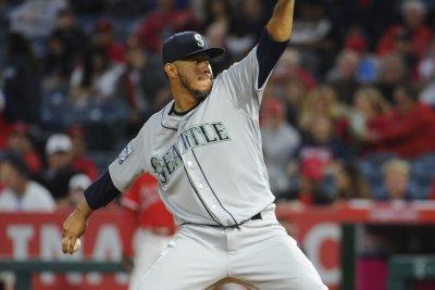 MLB: Yovani Gallardo pitches Seattle Mariners past New York Mets