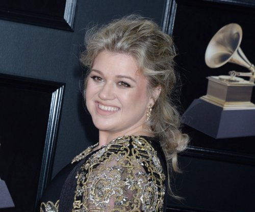 Famous birthdays for April 24: Kelly Clarkson, Barbra Streisand