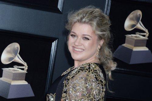 Famous birthdays for April 24: Kelly Clarkson, Barbra Streisand