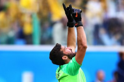 Liverpool agrees to world-record $87M transfer for Roma K Alisson
