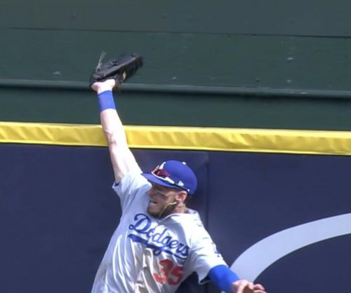 Dodgers' Cody Bellinger robs Christian Yelich of HR, tops Brewers with bomb