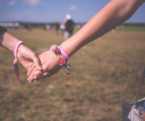 More U.S. teens identifying as gay, lesbian, bisexual, study says