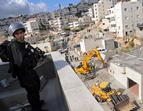 Palestinians: Israel must halt construction