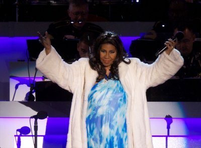Aretha Franklin receives honorary degree from Harvard