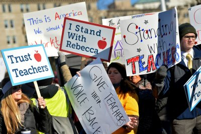 Union dues from non-union workers upheld as Supreme Court deadlocks