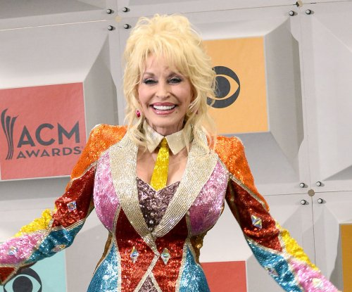 Dolly Parton: Presidential race needs 'more boobs'