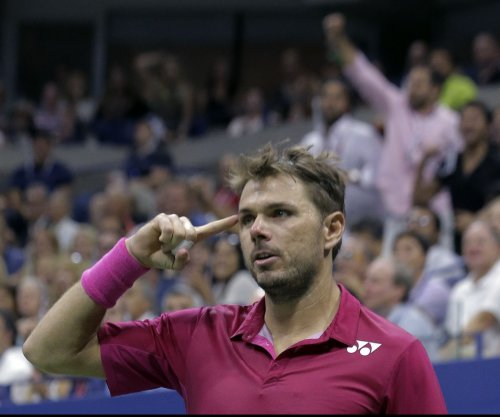 Fourth-seeded Stan Wawrinka advances in Australian Open