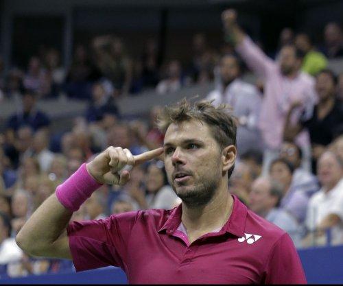 Fourth-seeded Stan Wawrinka advances in Australian Open