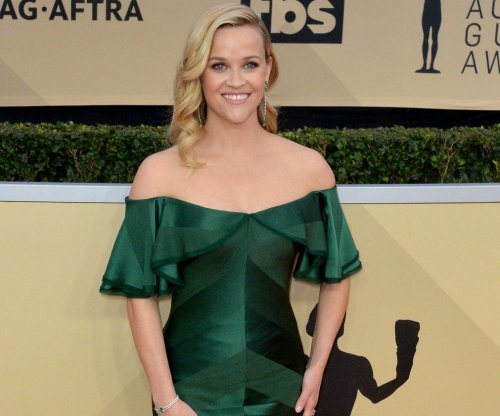 Reese Witherspoon on Vanity Fair photo cover: 'I have three legs'