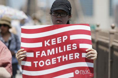 Judge halts family deportations so children can seek asylum