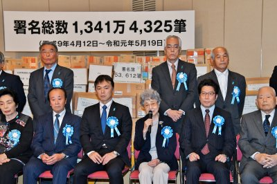 Japanese abductees' kin urge PM Abe to enter negotiations with North Korea