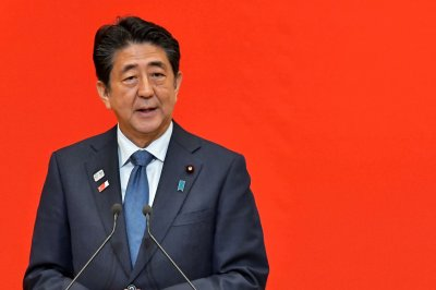 Shinzo Abe endorses Japan-South Korea exchange despite tensions