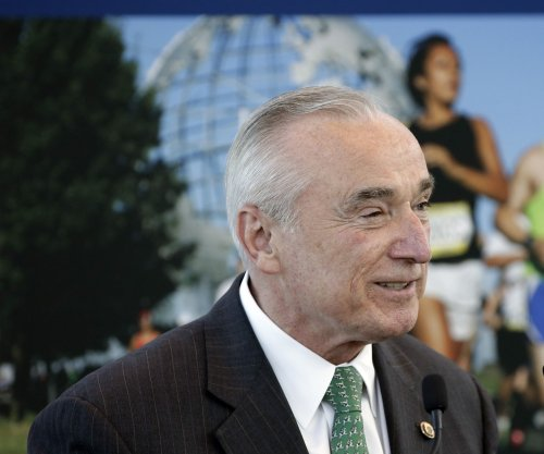 New York City police commissioner, William Bratton, steps down