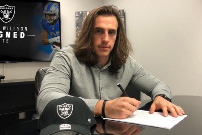 Oakland Raiders sign former Seattle Seahawks TE Luke Willson